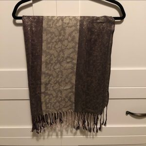 Beautiful Scarf w/ Shimmer Detail